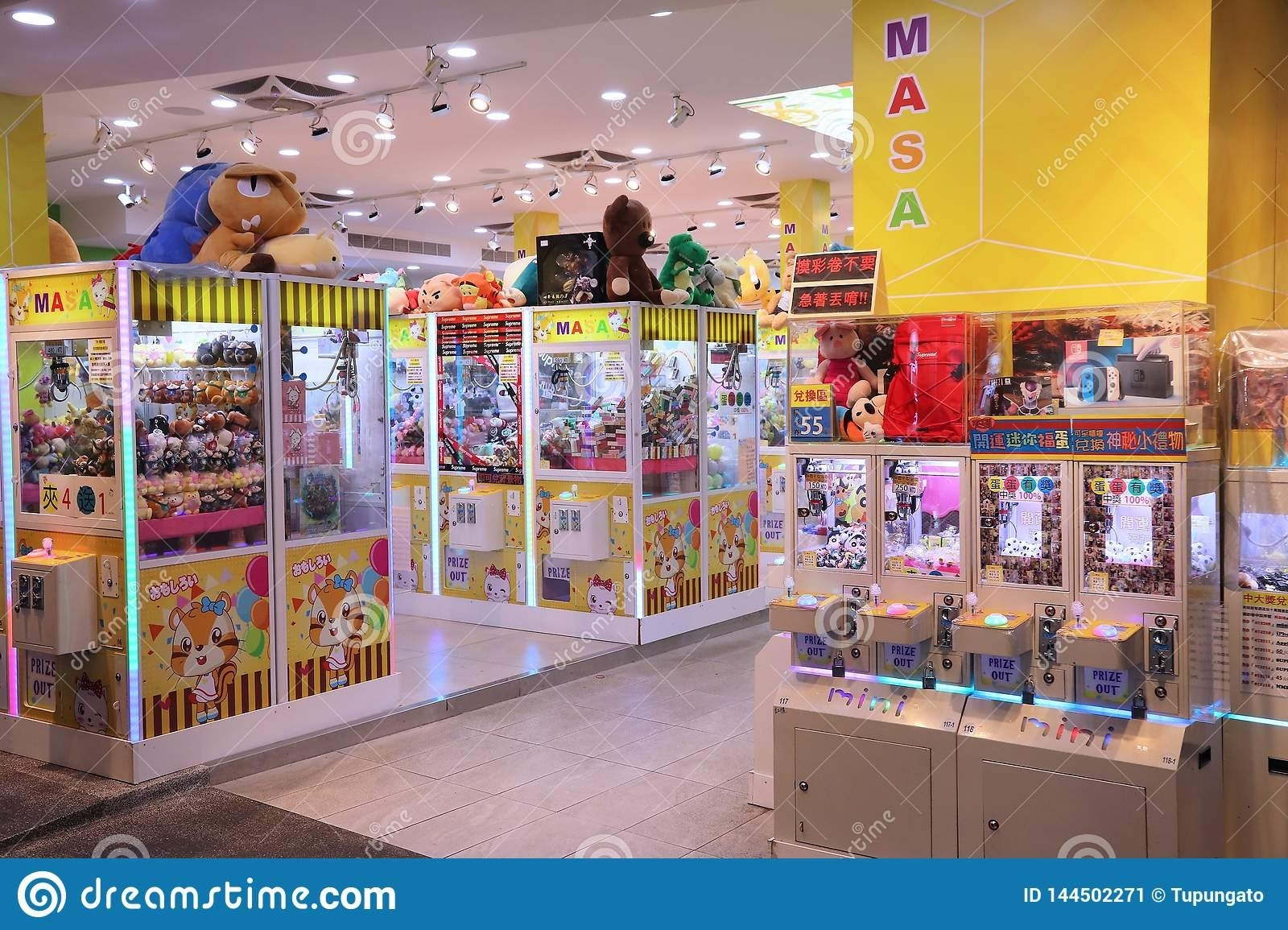 Claw Machines In Taiwan Editorial Photo. Image Of Asian-Jewish Holidays In Decembermachine