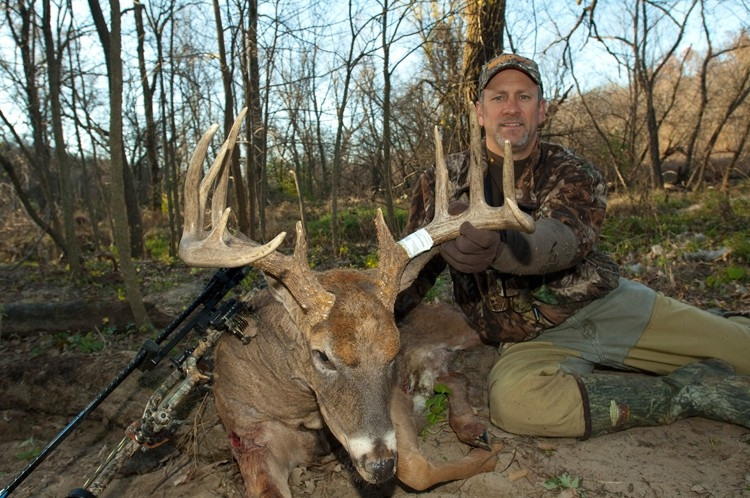 Best Rut Dates In The Great Lakes Region - Midwest Whitetail-Whitetail Rut In Wisconsin